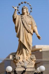 L-Istatwa ta' Santa Marija fil-pjazza